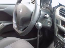 Controlul manual al autovehiculului pentru persoanele cu han - photo 3