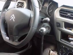 Controlul manual al autovehiculului pentru persoanele cu han - photo 2